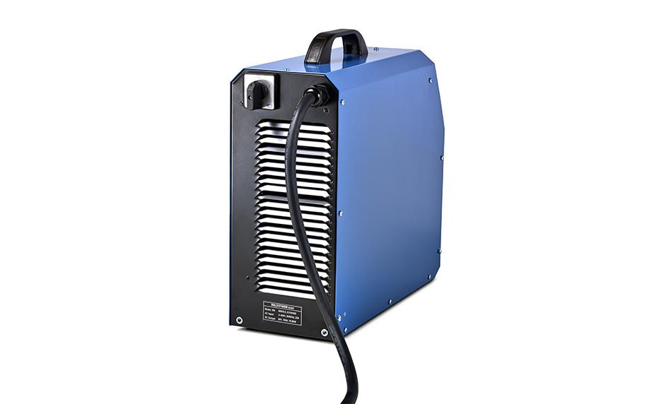Эта модель объединяет все качества Weldotherm® в корпусе размером с чемодан на роликах. При весе всего 17 килограммов она идеально подходит для мелкого ремонта и термообработки в труднодоступных местах. Сообщения о состоянии подаются в виде оптических и акустических сигналов, а удобный регистратор данных записывает все важные данные, которые затем можно без помех проанализировать на ПК.